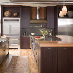 traditional  by Exquisite Kitchen Design