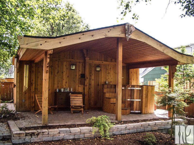 Традиционный гараж и сарай на Moneca Kaiser Проектирование и строительство