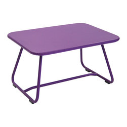 Fermob - Sixties Low Table - Fermob patio furniture is attractive, playful and practical, offering both softness and colour! The purpose of this furniture can be summed up in two words: outdoor and lounge.