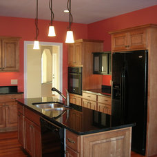 Traditional Kitchen by Ryan Homes and Development