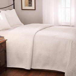 None - Roxbury Park Quilted King Size White Coverlet - The Roxbury Park Baratto collection is a 100-percent cotton sateen quilted coverlet with all-over one-inch quilts. This coverlet is a perfect mate to the Baratto top-of-the-bed collection.