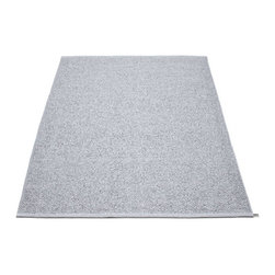 Pappelina - Pappelina SVEA Area Rug Metallic Shine, Grey/Light Grey, - This  rug from Pappelina, Sweden, uses PVC-plastic and polyester-warp to give it ultimate durability and clean-ability. Great for decks, bathrooms, kitchens and kid's rooms.