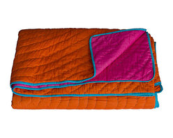 KOKO - Orange and Fuchsia Reversible Quilt, Twin - Bright colors like orange and fuchsia belong together, and here they're perfectly matched with a touch of turquoise. This looks like the kind of quilt that would instantly turn into a family favorite.