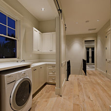 Tropical Laundry Room by MHK Architecture & Planning