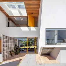 Modern  by DOMO Arquitetos Associados
