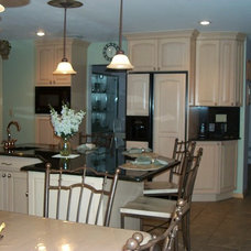 Traditional Kitchen Cabinetry by Carefree Kitchens Inc.