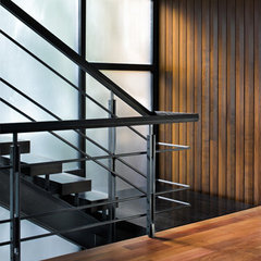 modern staircase by Alterstudio