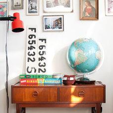 Modern Living Room by Hilda Grahnat