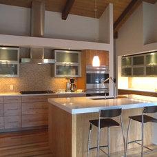 Modern Kitchen by Kitchens by Wedgewood