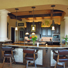 Mediterranean Kitchen by Stadler Custom Homes