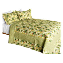 Blancho Bedding - [Gemini] 3PC Cotton Contained Patchwork Quilt Set (Full/Queen Size) - Set includes a quilt and two quilted shams (one in twin set). Shell and fill are 100% cotton. For convenience, all bedding components are machine washable on cold in the gentle cycle and can be dried on low heat and will last you years. Intricate vermicelli quilting provides a rich surface texture. This vermicelli-quilted quilt set will refresh your bedroom decor instantly, create a cozy and inviting atmosphere and is sure to transform the look of your bedroom or guest room. Dimensions: Full/Queen quilt: 90 inches x 98 inches  Standard sham: 20 inches x 26 inches.