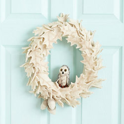 Felted Owl Wreath - This adorable felted owl wreath is the perfect fit for a white Christmas holiday home. I would love to have this hanging above my mantel.