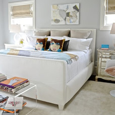 Transitional Bedroom by d2 interieurs