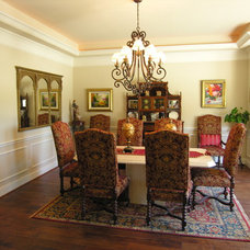 Traditional Dining Room by Arte Architecture