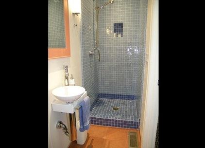 Modern Bathroom by Zachary Nathan Architect