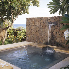 Tropical Pool by RYAN ASSOCIATES GENERAL CONTRACTORS