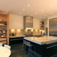 Modern Kitchen by Belong