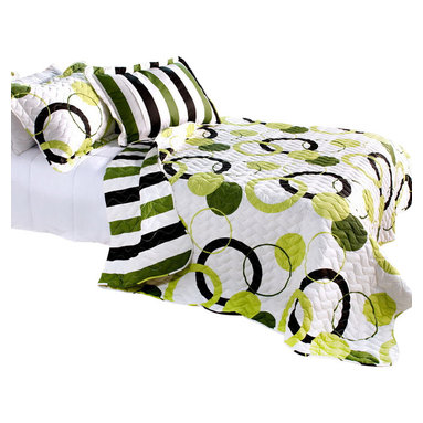 Blancho Bedding - Artistic Green 3PC Vermicelli-Quilted Circle Printed Quilt Set  Full/Queen - The [Artistic Green] Quilt Set (Full/Queen Size) includes a quilt and two quilted shams. This pretty quilt set is handmade and some quilting may be slightly curved. The pretty handmade quilt set make a stunning and warm gift for you and a loved one! For convenience, all bedding components are machine washable on cold in the gentle cycle and can be dried on low heat and will last for years. Intricate vermicelli quilting provides a rich surface texture. This vermicelli-quilted quilt set will refresh your bedroom decor instantly, create a cozy and inviting atmosphere and is sure to transform the look of your bedroom or guest room. (Dimensions: Full/Queen quilt: 87 inches x 87 inches Standard sham: 24 inches x 33.8 inches)