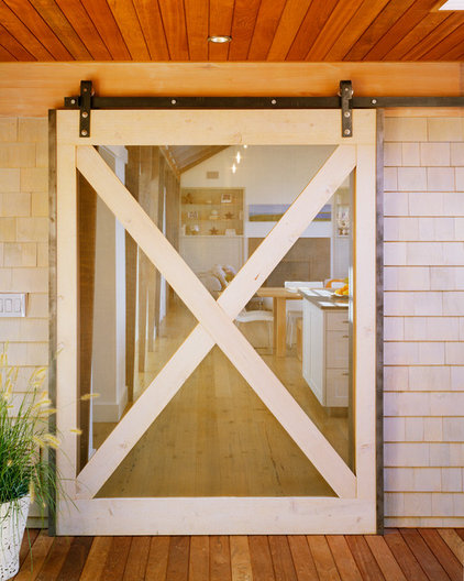 Beach Style Entry by Hutker Architects