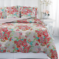 Ivy Hill Home - Blissful Bouquet Quilt Set - Beautify the bedroom with this cotton quilt and sham set featuring blissful bouquets of flowers. Plus, each piece is machine-washable for easy cleaning.   Includes quilt and two shams Outer: 100% cotton Fill: 70% cotton / 30% polyester Machine wash; tumble dry Imported