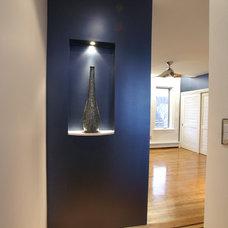 Contemporary Hall by LA Signature Home Interiors