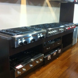 Rockville Showroom - Pro-Rangetops with different top breakdown, six burners, 4 burners & grill or griddle all types.