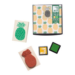 Yellow Owl Workshop - Pineapple Pattern Stamp w. 2 Ink Pads - Make beautiful multicolored patterns and designs with the new Pattern Stamp Set! This set includes one large stamp and two small ink pads for printing on paper, fabric and much more! The mini ink pads lend themselves to precision inking for two color printing.