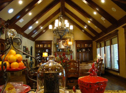 Traditional Kitchen by TRENT WILLIAMS CONSTRUCTION MANAGEMENT