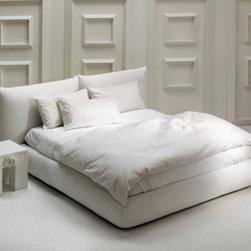 "Cyrus Company US - ""SEVENTIES"" bed white bush cotton"