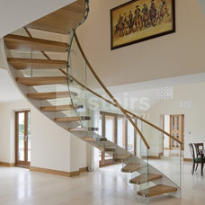 Contemporary Staircase by EeStairs America Inc