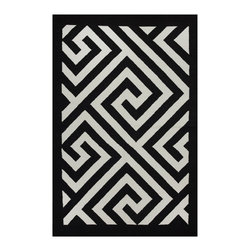 Fab Habitat - Broadway - Black & White (5' x 8') - Bold geometric shapes make the perfect pattern for a modern floor covering, and this two-toned beauty is just the rug for your contemporary decor. Expertly hand woven from 100 percent recycled cotton, this eco-chic rug is available in a variety of sizes and sophisticated color combinations.