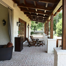 Craftsman Patio by Garrell Associates, Incorporated
