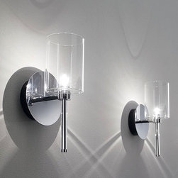 Axo - Spillray wall sconce AP - The Spillray wall sconce light by Axo was been designed by Manuel Vivian. This lovely fixture provides stellar halogen lighting. Additionally, the diffuser is available in a variety of colors to choose from. The liquid geometricalforms give this collection of lamps diffused lighting in every direction.