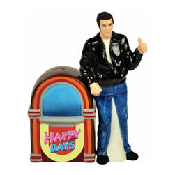 WL - 4.5 Inch Fonz with Jukebox Happy Days Salt and Pepper Shakers - This gorgeous 4.5 Inch Fonz with Jukebox Happy Days Salt and Pepper Shakers has the finest details and highest quality you will find anywhere! 4.5 Inch Fonz with Jukebox Happy Days Salt and Pepper Shakers is truly remarkable.