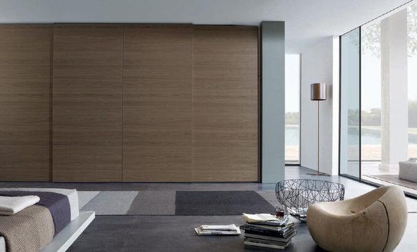 Modern Living Room by DAYORIS DOORS / PANELS
