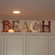 Beach Style Kitchen by Fulya Hansen