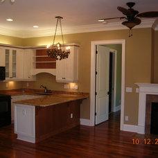 Farmhouse Kitchen by Grainda Builders, Inc.