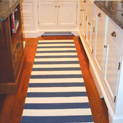 Darlarna Lina Navy Blue Stripe Rug - A cheerful, nautical-inspired bold stripe in the brightest blue instantly adds a bit of summer to any outdoor arrangement.