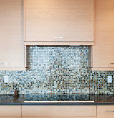 contemporary kitchen cabinets by Hi-Design Custom Cabinetry