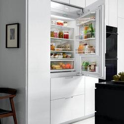 "Sub-Zero 36"" Refrigerator/Freezer - DESIGN AND PERFORMANCE FEATURES:"