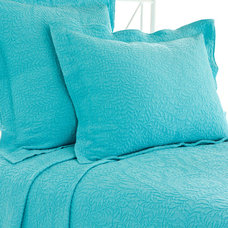 Contemporary Quilts by purehome