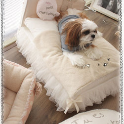 Luxury Pet Beds 'Bla Bla' Bed - This is positively perfect to have tucked away in your bedroom or family room. It's comfy and cute.