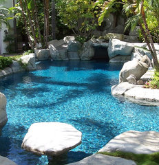 tropical swimming pools and spas Bead Crete 'Caribbean Blue'