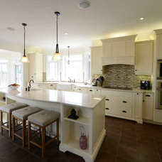 Beach Style Kitchen by GCW Custom Kitchens & Cabinetry Inc.