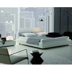 """Downtown Platform Bed in White - Rossetto 