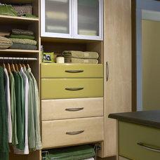 Modern Closet by Twin Cities Closet Co.