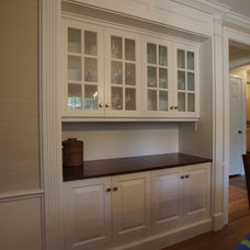 Traditional  by Rogers Cabinets