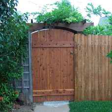 Traditional Fencing by Texas Woodworks