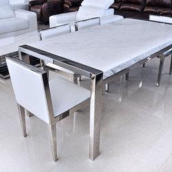 Liscio Modern Dining Table -