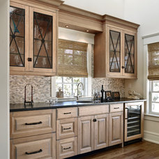 Traditional Kitchen by Beach Dwellings
